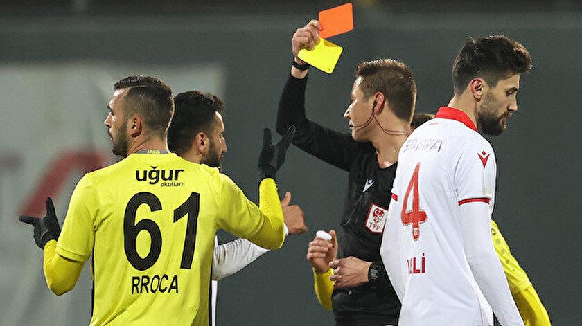 Mücadelede hakemin yanlış oyuncuya kırmızı kart gösterdiği iddia edilmişti.