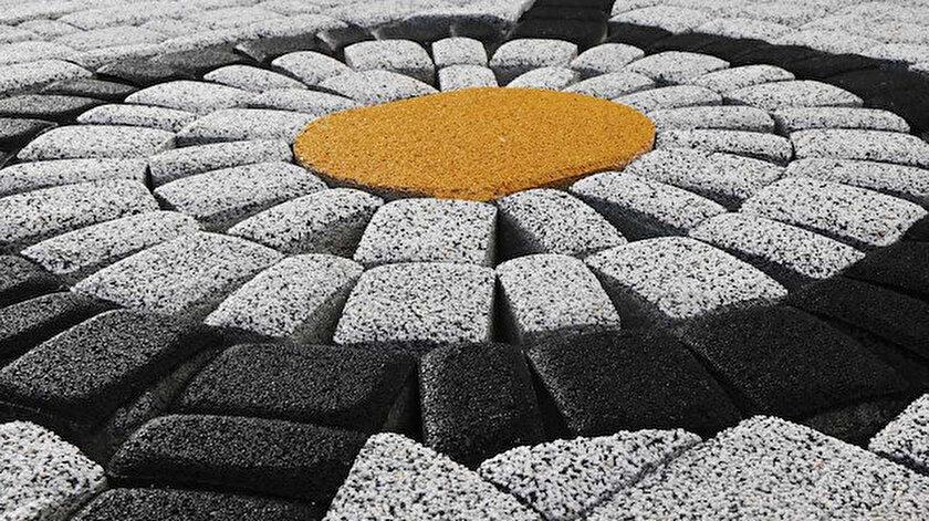 Necipoğulları Yapı Elemanları; Türkiye'nin yeni taşları için uzun yıllar Ar – Ge çalışmaları yaparak NSTONE ile şehirleri, caddeleri ve parkları birer açık hava sanat müzesine dönüştürmeye hazırlanıyor.