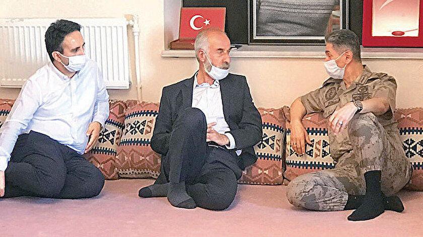 Hüseyin Gözenoğlu (Ortada)