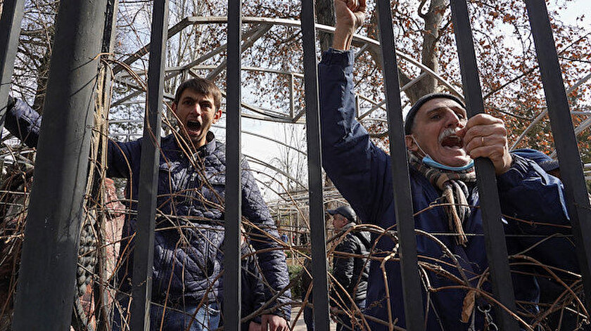 Birbirlerine girdiler: Ermenistan sokaklarında tansiyon yükseliyor