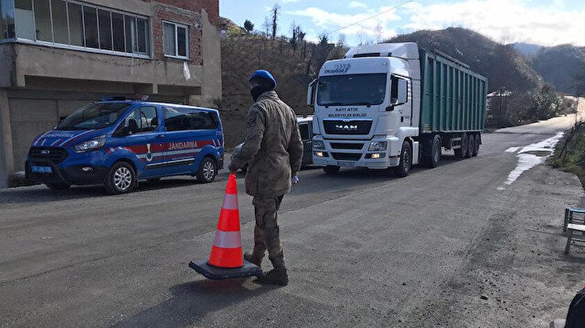 Trabzonda cenazede 22 kişiye virüs bulaştırdı: Mahalle ikinci kez karantinaya alındı - Trabzon haber