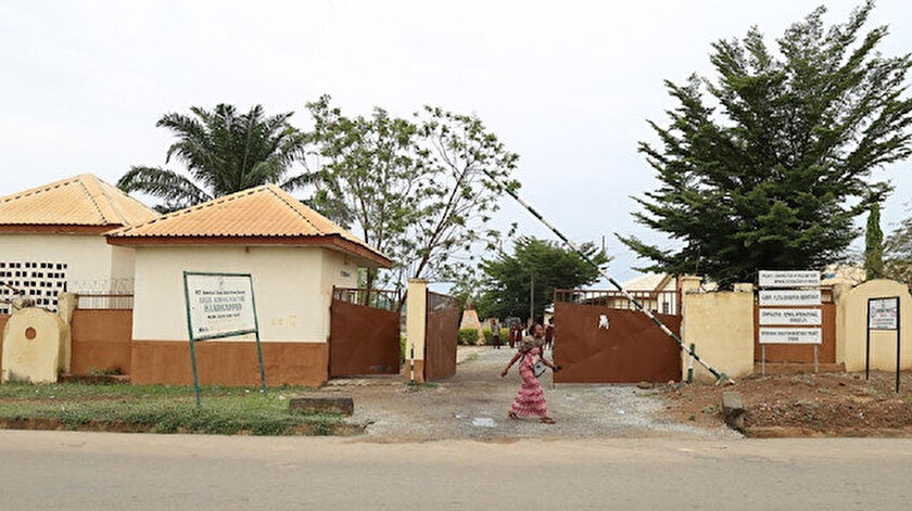Nijeryada silahlı kişilerden okula saldırı: Yüzlerce kız öğrenci kaçırıldı