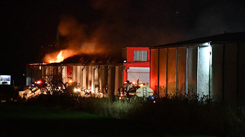 Kahramanmaraşta tekstil fabrikasının deposunda yangın çıktı