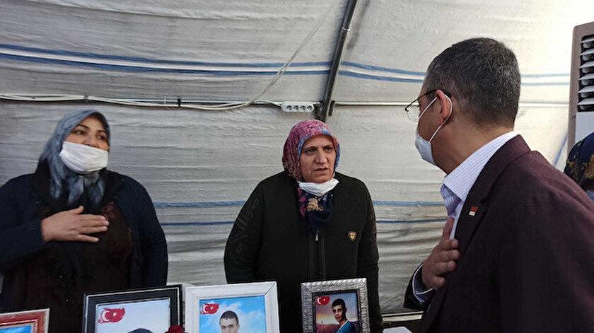 Evlat nöbetindeki ailelerden tepki toplayan CHPli Özel samimi pozlarını paylaştı