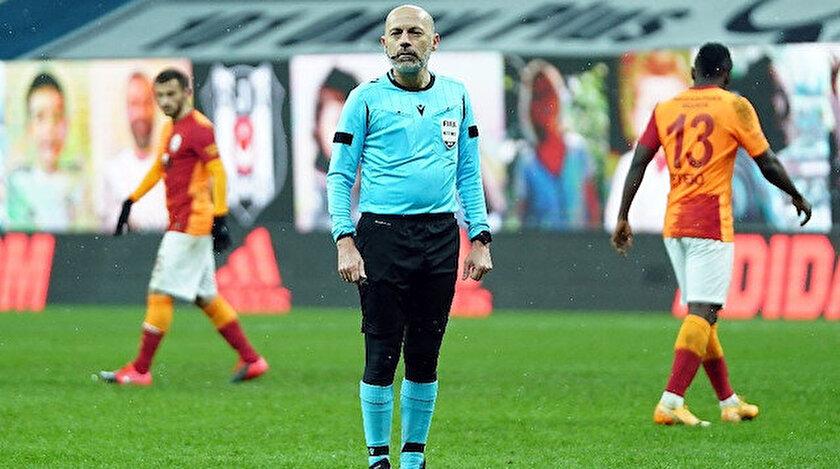 Galatasaraylı taraftarlar Cüneyt Çakırın UEFA lisansının iptal edilmesini istiyor