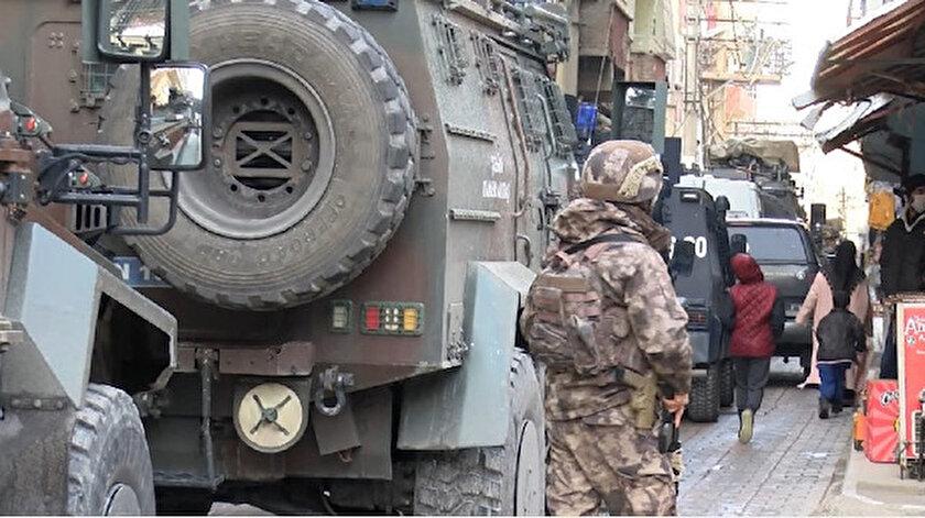 Diyarbakırda terör örgütü PKKya destek veren derneğe operasyon: 7 kişi tutuklandı