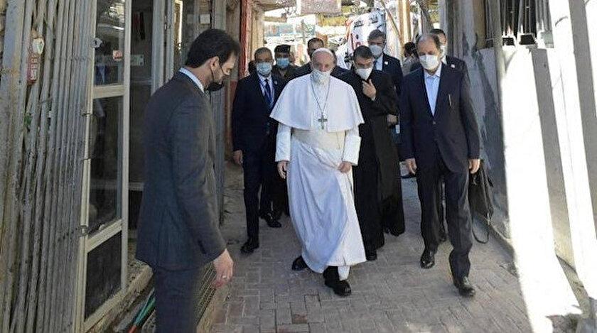 Papa Francis, Şiilerin en büyük dini mercii Sistani ile bir araya geldi