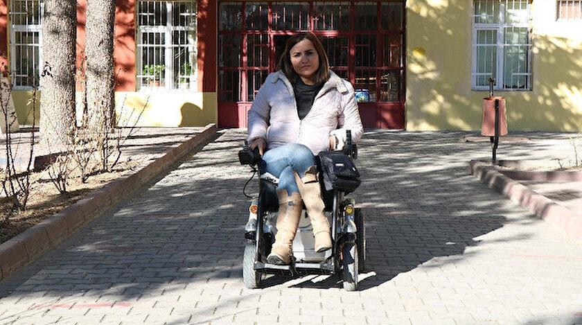 6 yıl boyunca evden çıkmayan genç kadın hayata memur olarak tutundu