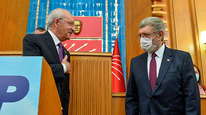 Cihangir İslam'a parti rozetini, CHP Genel Başkanı Kemal Kılıçdaroğlu taktı.