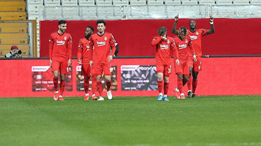 Beşiktaş Türkiye Kupasında ilk finalist oldu: Cyle Larin turu getirdi