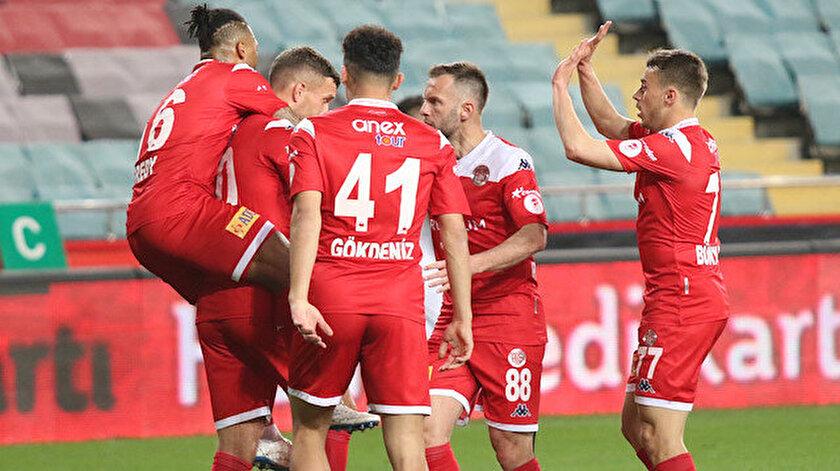 Antalyaspor Türkiye Kupasında finalde: Futbolcular gözyaşlarını tutamadı