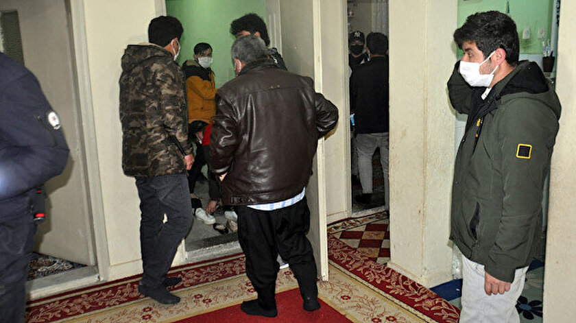 Yüksek riskli il kategorisinde bulunan Karamandaki bir taziye evinden 61 kişi çıktı