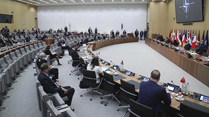 NATO Dışişleri Bakanlarından Rusyanın saldırgan faaliyetleri konusunda uyarı