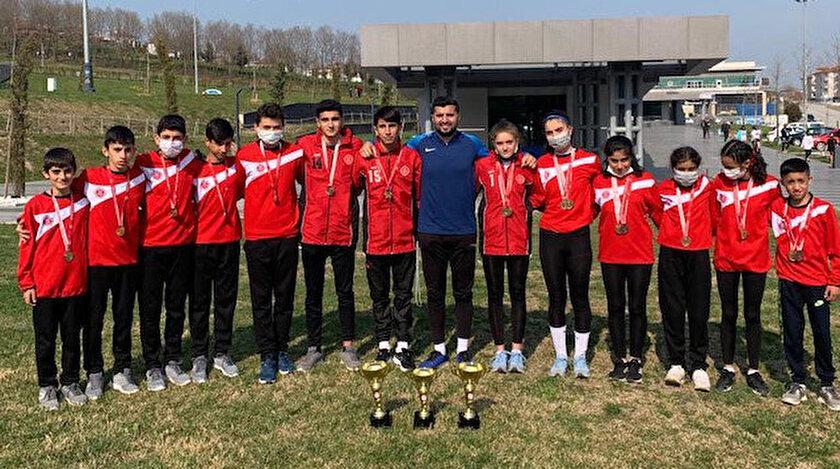 Albayrak Spor 2 bin metre kros yarışmasında şampiyon oldu