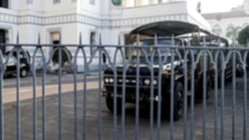 Askeri cunta İngilterenin Myanmar Büyükelçiliğini işgal etti