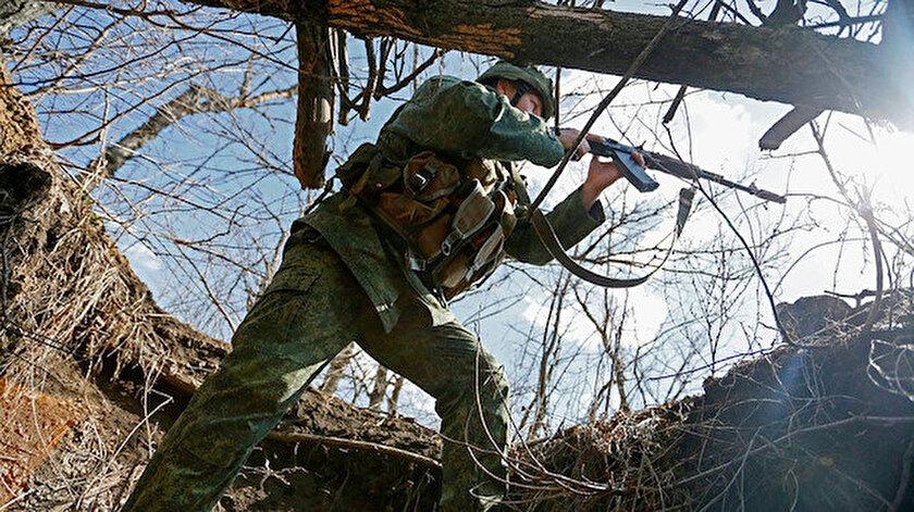 Donbasta sıcak çatışma: Bir Ukrayna askeri daha öldü