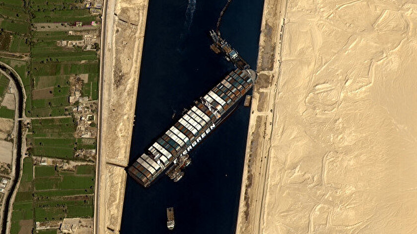 Mısır Süveyş Kanalının günlerce kapanmasına yol açan gemiyi tazminat alana kadar alıkoyacak