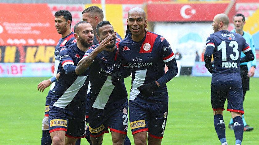 Antalyaspor Kayserisporu ateşe attı