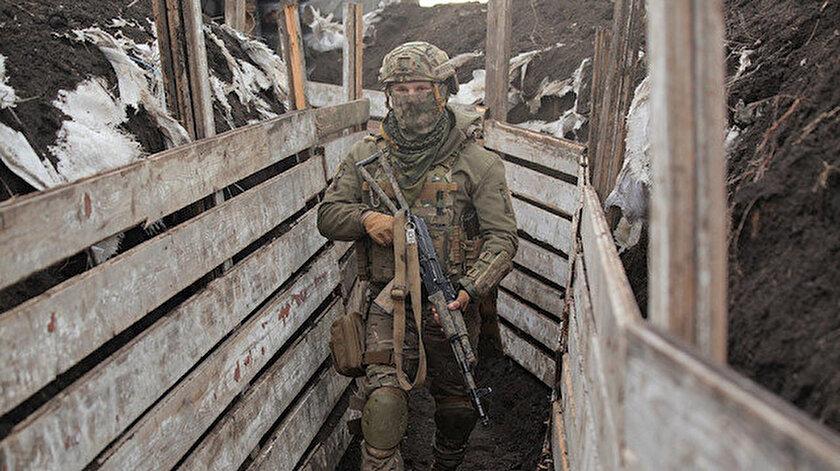 Donbastaki saldırılar devam ediyor: Bir Ukrayna askeri daha öldü