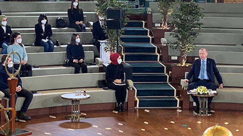 Cumhurbaşkanı Erdoğandan sürpriz program: Millet Kütüphanesinde gençlerle buluştu