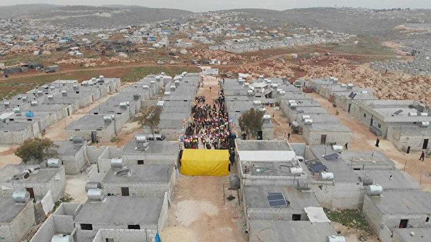 İDDEF İdlibdeki 610 briket evin açılışını yaptı