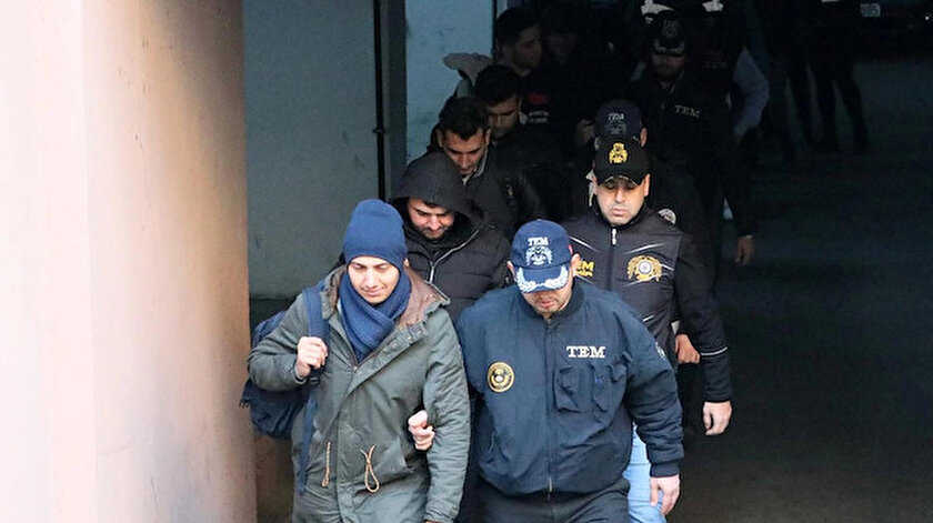 İzmir merkezli 49 ilde FETÖnün TSK ve emniyet yapılanmasına yönelik operasyon