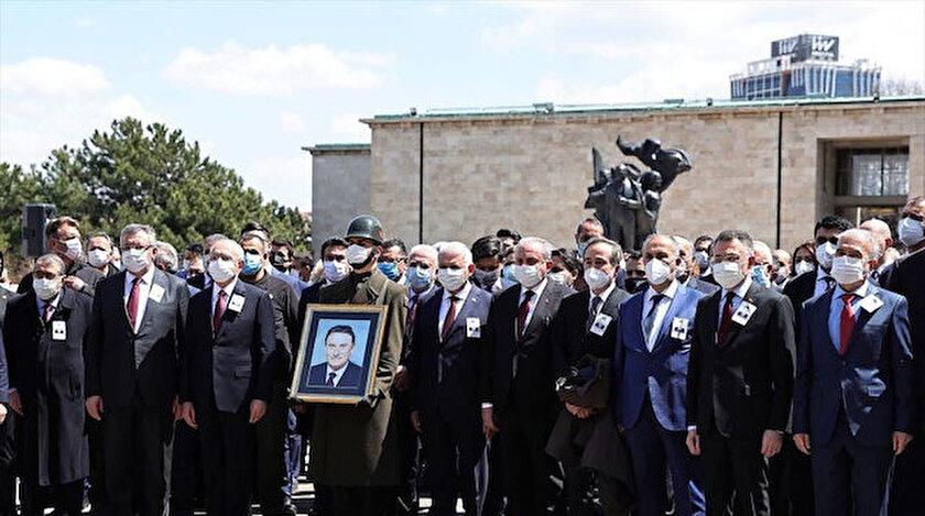 Eski Başbakan Yıldırım Akbuluta veda: TBMMde tören düzenlendi