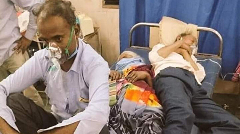 Hindistan'da salgın korkunç boyutlarda: Hastanelerde bir yatakta 2 hasta yatıyor