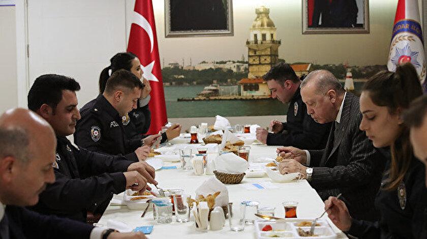 Cumhurbaşkanı Erdoğan ve Bakan Soylu Çengelköy Polis Merkezinde iftar yaptı