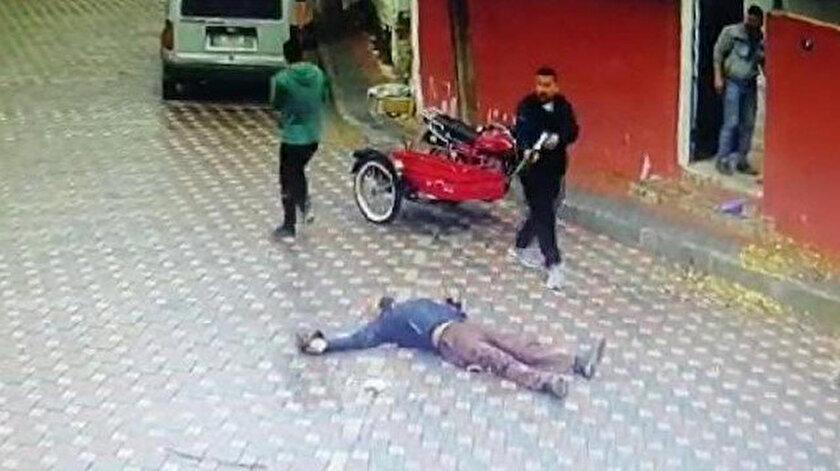 Sokak ortasında pompalı dehşeti: Annesinin eski eşini öldürdü