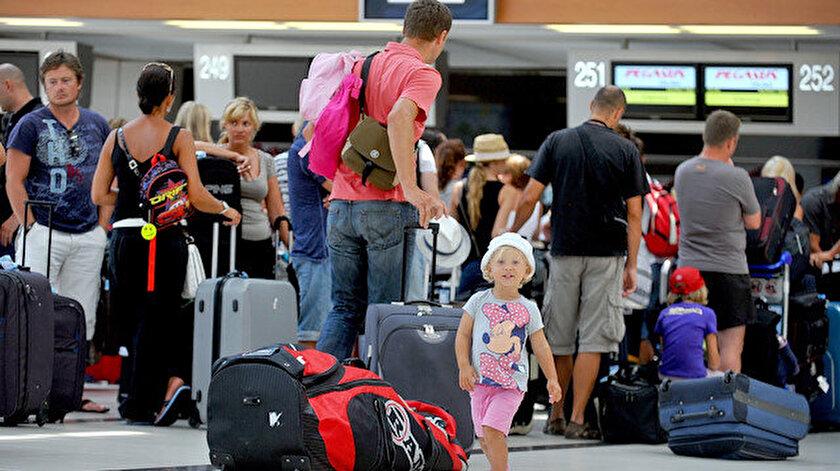 Rus turistler vazgeçmiyor: Uçuşlar dursa da tercihleri Türkiye - Yeni Şafak