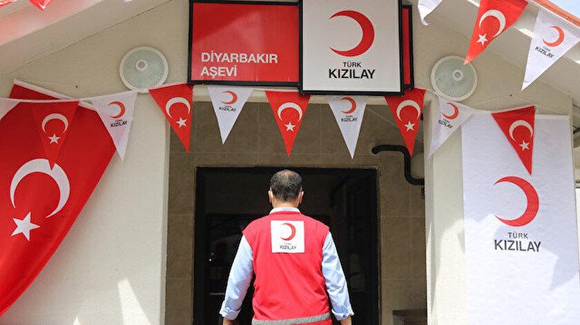 Türk Kızılayı Diyarbakır'da 10 bin kişiye sıcak yemek sunmak için aşevi kurdu