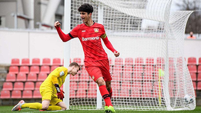 Bayer Leverkusenden Emrehan Gedikliye profesyonel sözleşme