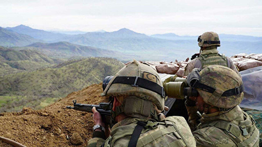 Ülkemizden Yunanistan'a ve Suriye'den ülkemize yasa dışı yollarla geçmeye çalışan biri PKKlı 7 kişi yakalandı