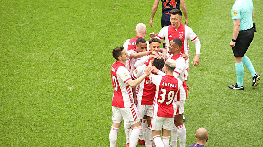 Hollandada şampiyon Ajax