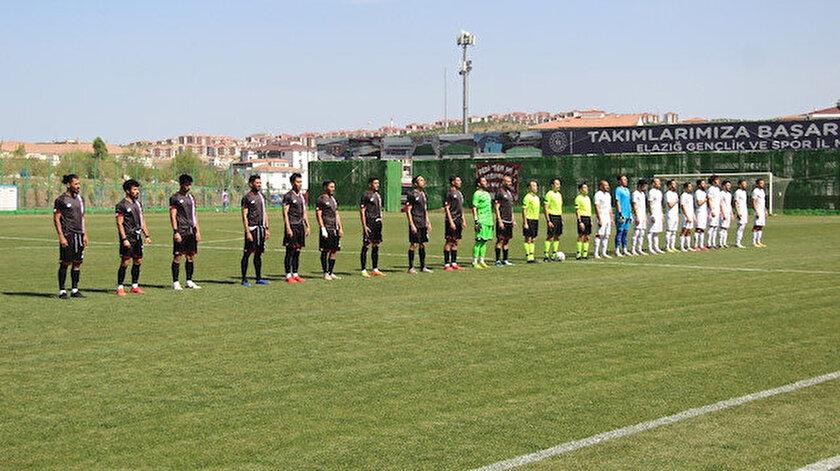Elazığspor 3. Lige düştü, kulübün önüne tabut getirildi
