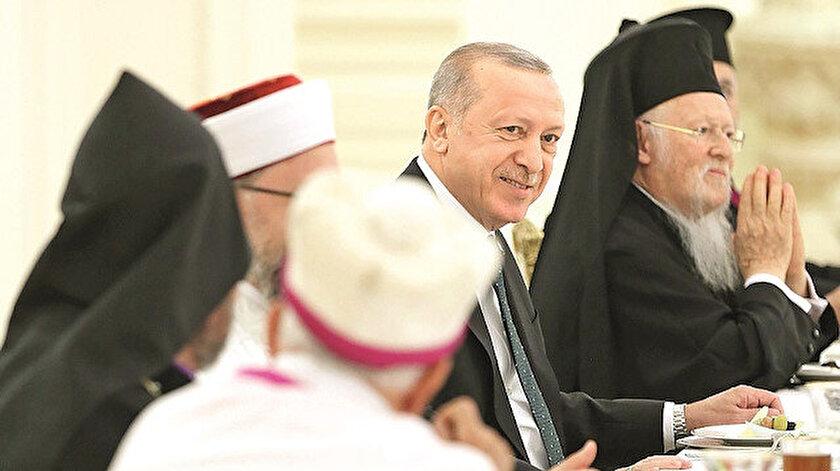 Erdoğan gözleri ve yüreğiyle kucakladı