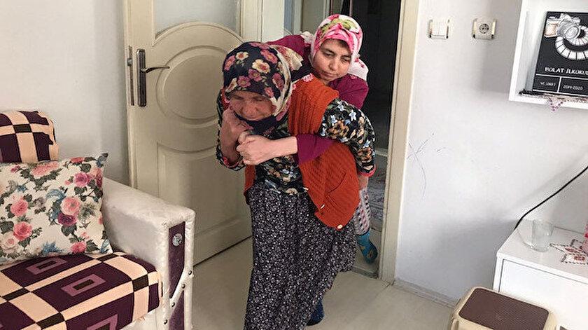 81 yaşındaki fedakâr anne 43 ve 55 yaşlarındaki engelli evlatlarına gözü gibi bakıyor