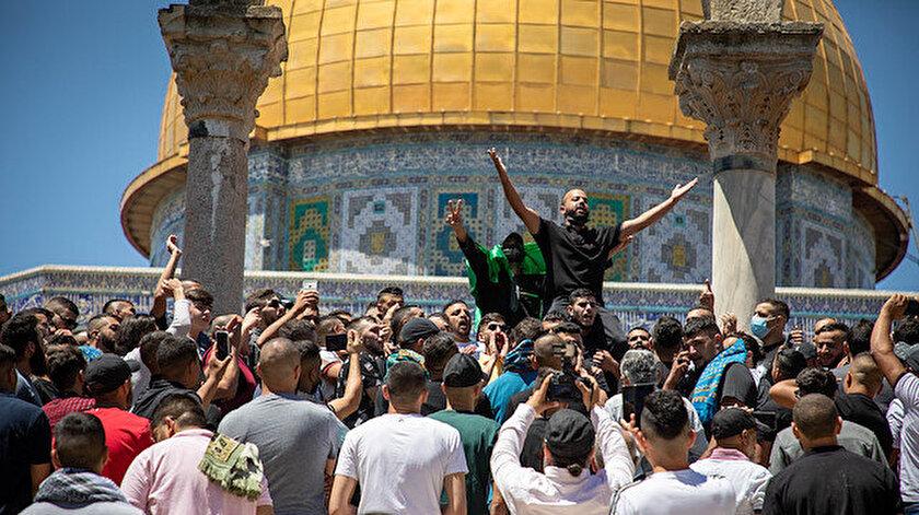 Cuma namazı sonrası binlerce Filistinli Mescid-i Aksa'yı Türkiye ve Erdoğan sloganlarıyla inletti