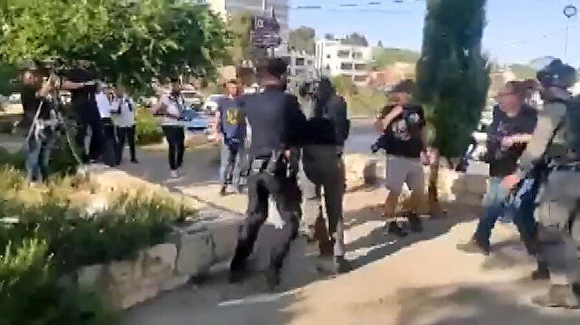 İsrail polisi haber takibi yapan gazetecilere saldırdı
