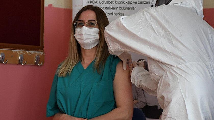 Milli Eğitim Bakanı Selçuk: 40 yaş üzeri öğretmen ve okul çalışanlarımızın aşı randevuları açıldı