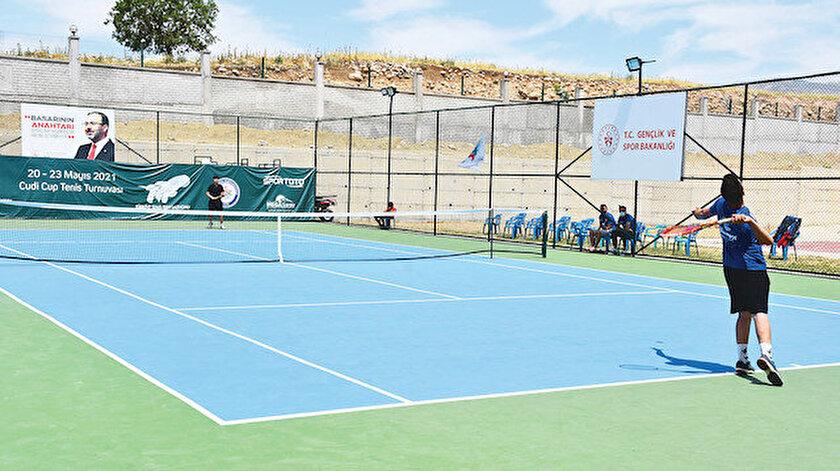 Cudi Dağında tenis turnuvası: Yeteneklerini heba etmeyeceğiz