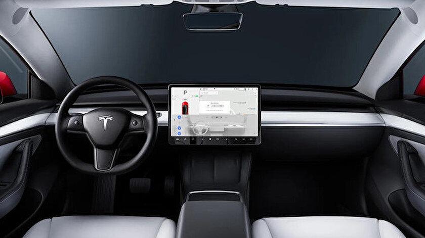 Tesla otopilot sürücü izleme için araç içi kameraları kullanmaya başladı