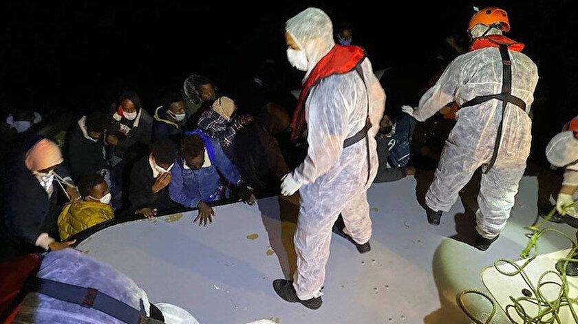 Yunanistanın İzmir açıklarında  ölüme ittiği 32 sığınmacı kurtarıldı