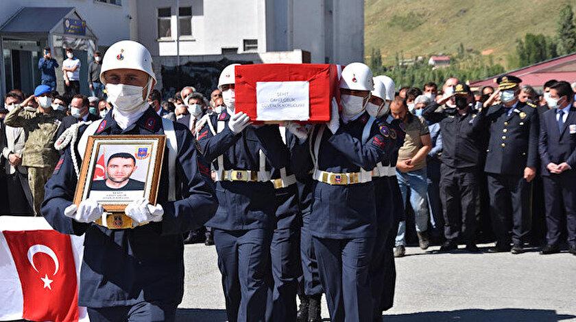 Bitliste şehit düşen güvenlik korucusu Cahit Çelik için tören