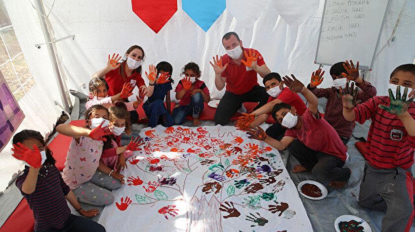 Türk Kızılayına bağlı psikososyal destek ekibi 7 bin 700 çocuğun yüzünü güldürdü