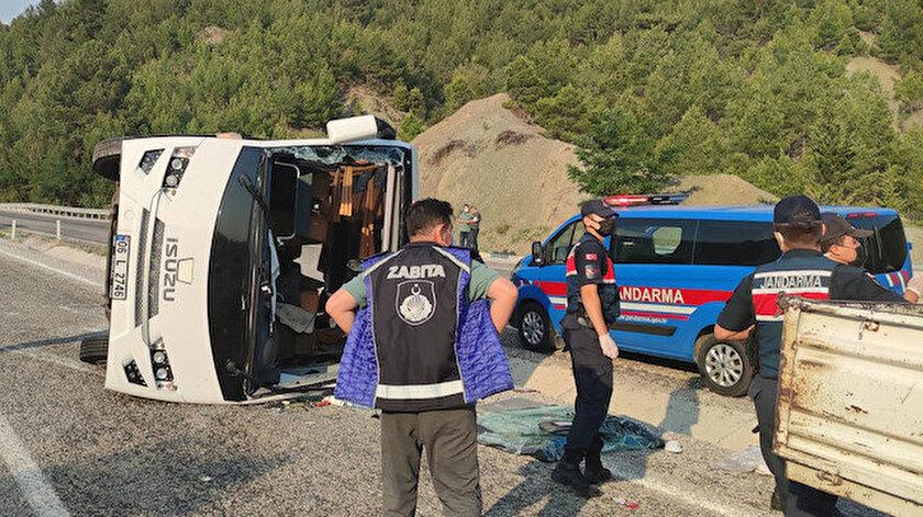 Denizlide midibüs devrildi: 19u çocuk 22 kişi yaralandı
