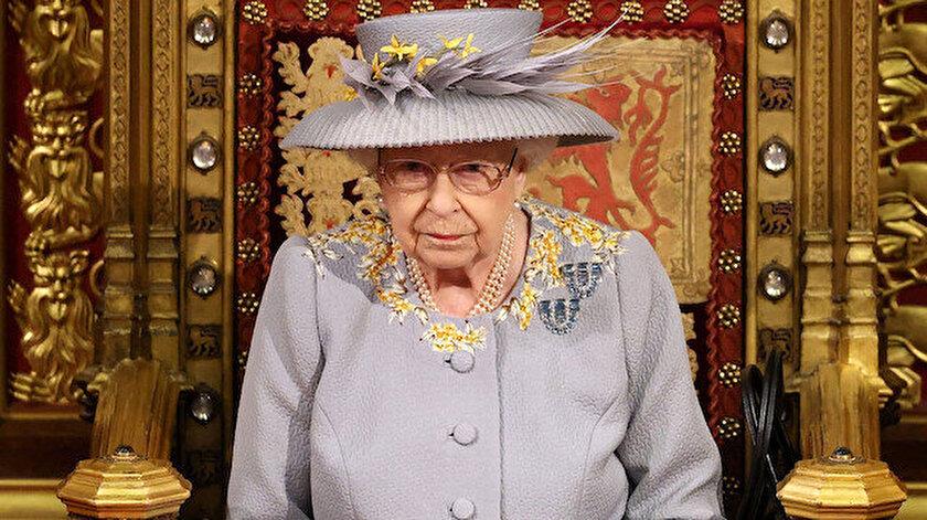 Oxford öğrencileri İngilterenin sömürgeci geçmişini hatırlattığı için Kraliçe Elizabethin portre fotoğrafını indirdi