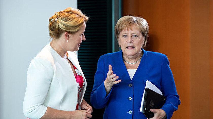 Almanyada bakanı istifaya sürükleyen iddia: Doktor unvanı geri alındı