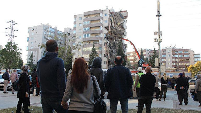 İzmir depreminde yan yatan Yılmaz Erbek Apartmanında kolon kesilmemiş: Zemin etüdü yanlış beton kalitesi düşük